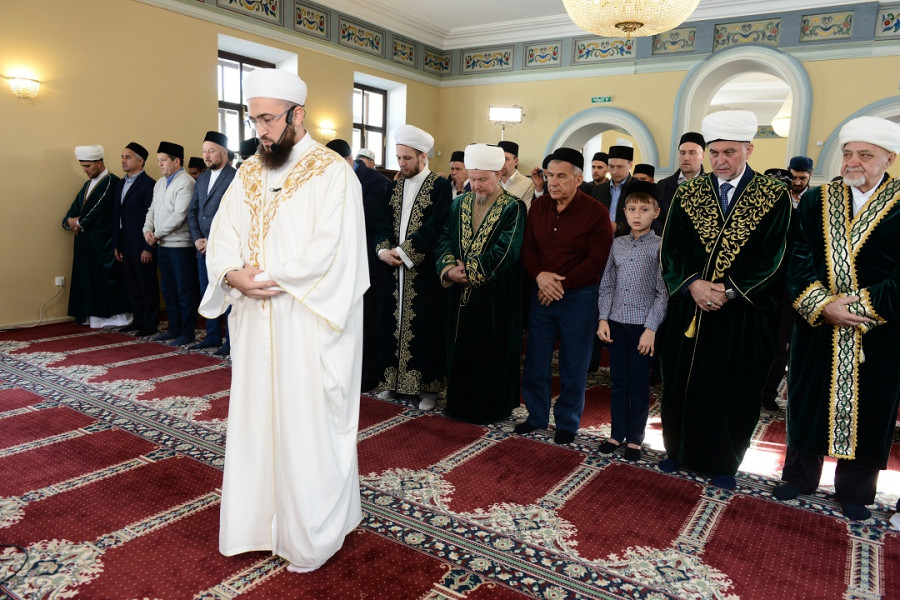 Муфтий Татарстана провел праздничный намаз в Галиевской мечети Казани