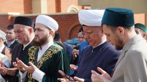 В Казани почтили память выдающихся татарских религиозных, научных и культурных деятелей. Фоторепортаж