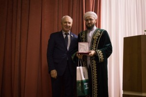 Татарстан мөфтиенә «Татар милләтенә күрсәткән олы хезмәтләр өчен» медале тапшырылды